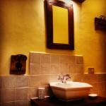 particolare del bagno della stanza Grecale